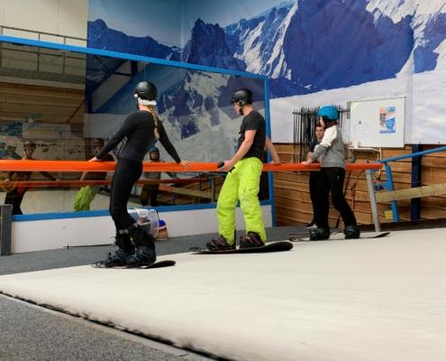 snowboarden-op-snowboarden-op-de-indoorrolbaan